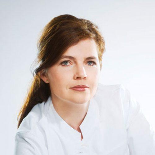 DR. MARIA RIEDHART-HUTER